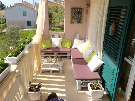 terasa i palete za sjediti