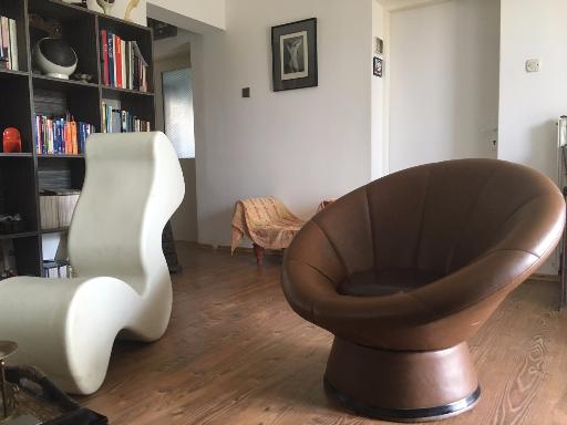 Wohnzimmer Shell-chair und Panton Stuhl